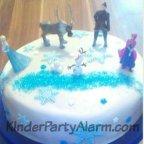 Frozen, Elsa, Motivtorte beim Eiskönigin Kindergeburtstag #kindergeburtstag #geburtstag  #mottoparty #kinderpartyalarm #bastelnmitkindern #geburtstagsideen #kuchen