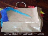 Hahn Tasche basteln, Basteln beim Kindergeburtstag #kindergeburtstag #geburtstag  #mottoparty #kinderpartyalarm #bastelnmitkindern #ostern