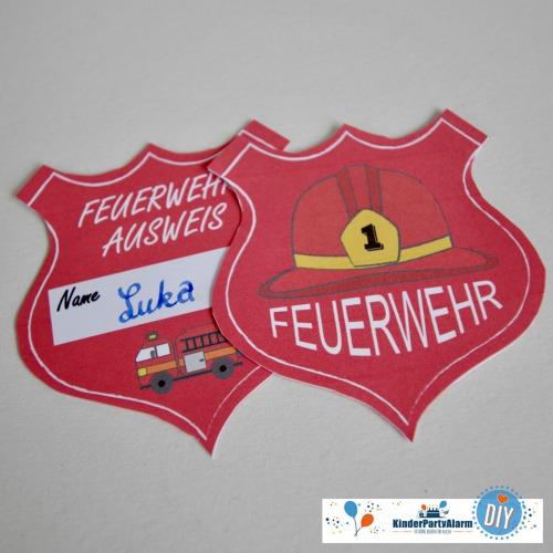 Ausweis zum Feuerwehr Kindergeburtstag basteln #kindergeburtstag #geburtstag  #mottoparty #kinderpartyalarm #bastelnmitkindern #diy #einladung #printables #basteln