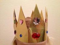 Krone basteln, Basteln beim Prinzessin Kindergeburtstag, Basteln beim Ritter Kindergeburtstag #kindergeburtstag #geburtstag  #mottoparty #kinderpartyalarm #bastelnmitkindern