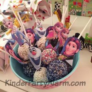 Cake Pops, frozen, Prinz Hans beim Eiskönigin Kindergeburtstag #kindergeburtstag #geburtstag  #mottoparty #kinderpartyalarm #bastelnmitkindern #geburtstagsideen #kuchen