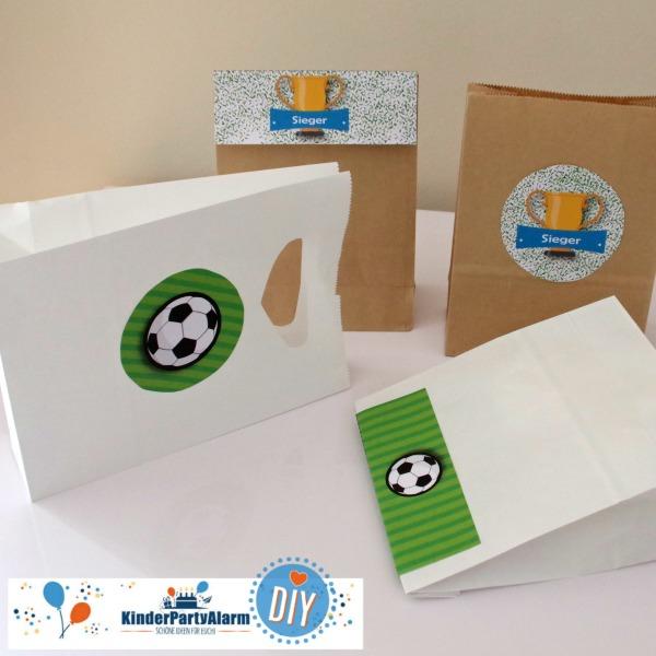 Mitgebsel Aufkleber für den Fussball Kindergeburtstag #entspanntkindergeburtstagfeiern #geburtstag  #mottoparty #kinderpartyalarm #geburtstagsideen #diy #selbermachen #vorlage #download #printable