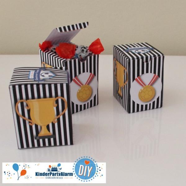 Mitgebsel Box für den Fussball Kindergeburtstag #entspanntkindergeburtstagfeiern #geburtstag  #mottoparty #kinderpartyalarm #geburtstagsideen #diy #selbermachen #vorlage #download #printable