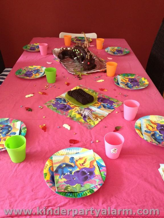 Dino Kindergeburtstag Tisch