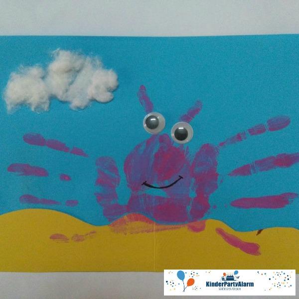Krabbe aus Handabdrücken basteln, Basteln beim Pool Party Geburtstag #kindergeburtstag #geburtstag  #mottoparty #kinderpartyalarm #bastelnmitkindern #handabdruck #poolparty