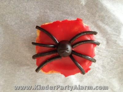 Als Kuchen Gibt Es Einen Spiderman Motivkuchen Oder Diese Schönen Spiderman  Muffins.