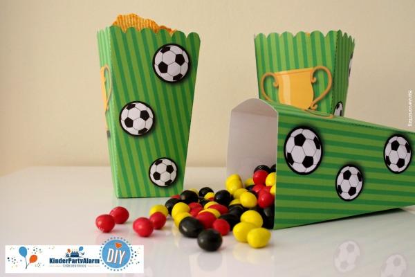 Popcorn Box für den Fussball Kindergeburtstag #entspanntkindergeburtstagfeiern #geburtstag  #mottoparty #kinderpartyalarm #geburtstagsideen #diy #selbermachen #vorlage #download #printable