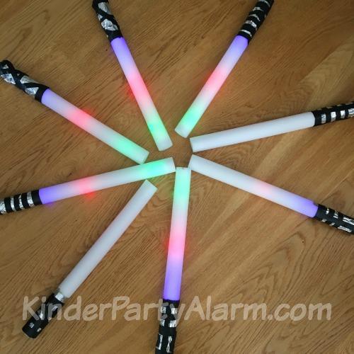 Star Wars Kindergeburtstag, Lichtschwerter basteln