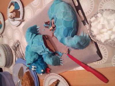 Der Drachenkuchen angeschnitten